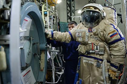 Западные санкции лишат космонавтов современных скафандров