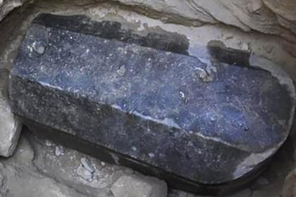 египте нашли загадочный черный саркофаг