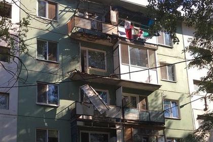 Мужчина умер , пытаясь обосновать , что его балкон разваливается