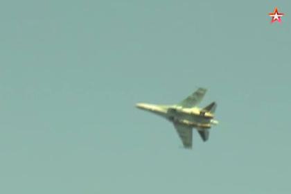 Су-35 пролетел на сверхмедленной скорости
