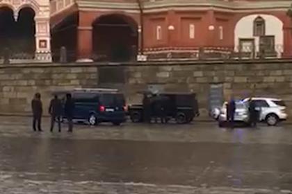 Водитель Gelandewagen у стен Кремля пригрозил суицидом