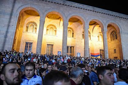 Парламент Армении отверг предложение Пашиняна провести выборы в декабре