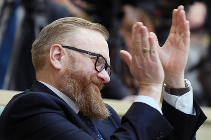 Милонов предложил запретить школьницам красить волосы