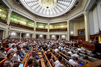 Рада захотела закрыть оппозиционные телеканалы