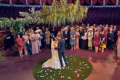 Жених пришел на собственную свадьбу с жвачкой во рту и раздосадовал зрителей