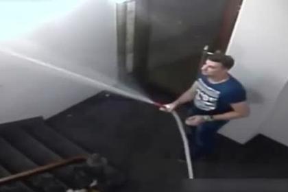 Российский турист разгромил чешский отель и попал на видео