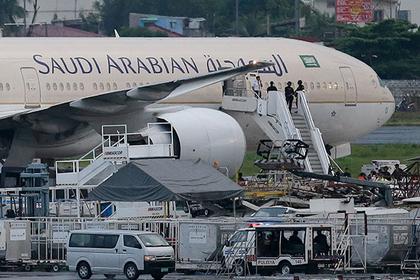Арабская авиакомпания выкинула пассажира с рейса из-за внешнего вида