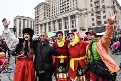 Китайских туристов научат не позориться в России