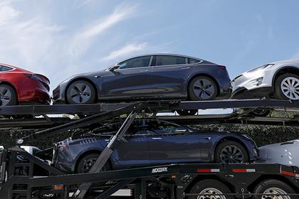 На Tesla опять подали в суд