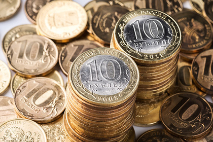 В Приамурье педиатру выдали зарплату мешком с монетами