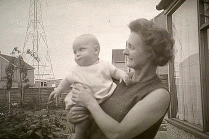 Пенсионер узнал на загадочных кадрах из старой камеры покойную мать
