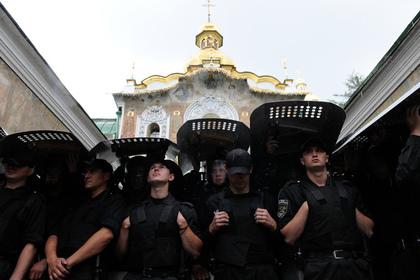 В Киево-Печерской лавре задержали более сотни человек