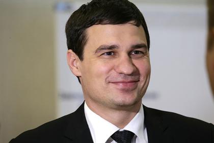 Бывший депутат сломал человеку челюсть и вылетел из партии