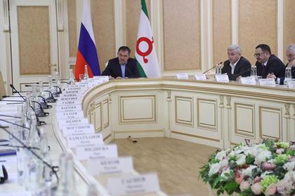 Представители митингующих из-за границ с Чечней не пришли на встречу с Евкуровым