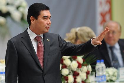 Таджики обомлели от культа личности президента Туркмении