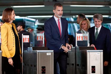Европейский монарх спустился в метро и остался неузнанным