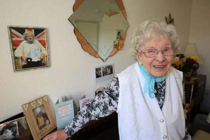 Столетняя старушка объяснила долголетие каплей секретного ингредиента в чае