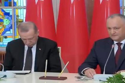 Эрдоган заснул рядом с Додоном