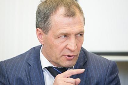 Депутатам предложили выделять больше бюджетных денег «на конфеты и цветы»
