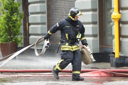 Из загоревшегося стриптиз-клуба в Томске эвакуировали более 100 человек