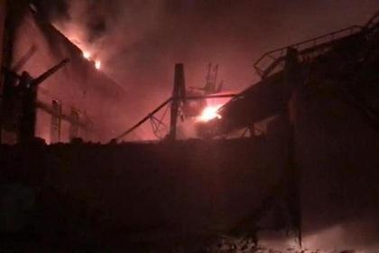 Пожарных эвакуировали с горящего завода «Электроцинк» из-за угрозы взрыва