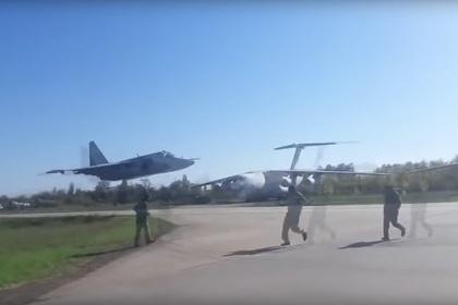 Украинский штурмовик пролетел на сверхмалой высоте и попал на видео