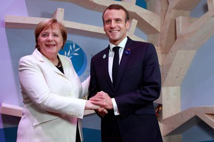 Меркель приняли за жену Макрона