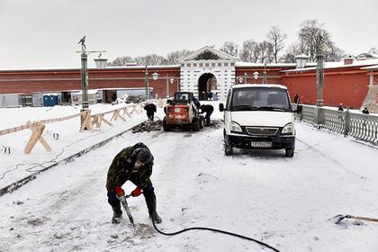 Дорожникам разрешили укладывать асфальт в дождь и снег