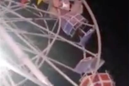 Посетители парка аттракционов выпали из кабины колеса обозрения