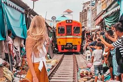 Блогер сфотографировалась перед движущимся поездом и пожалела
