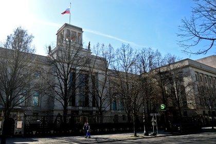 Полиция оцепила здание посольства России в Германии