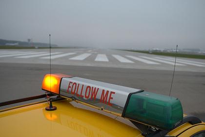 Опоздавший на рейс из Москвы пассажир преградил самолету путь своим телом