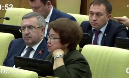 Засунувший палец коллеге в ухо депутат действовал в рамках этических норм