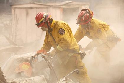 Власти Калифорнии потеряли в пожаре 600 человек