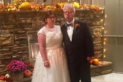 Неспособный улыбаться мужчина нашел невесту с той же проблемой
