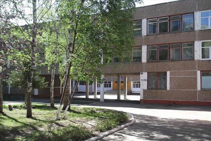 Российского подростка избили в школе и запугали его мать
