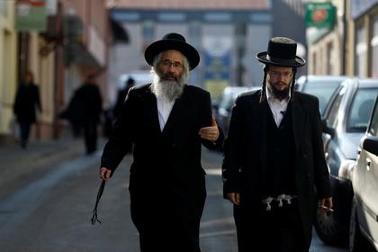 Иудеи побили стюардессу и потребовали посадить самолет ради соблюдения шаббата