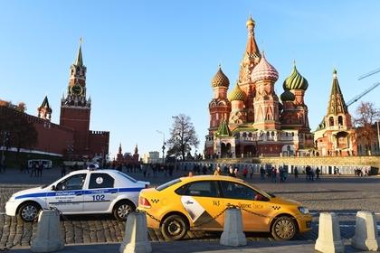 Московский таксист восемь часов пытался вернуть кошелек пассажирке и расплакался