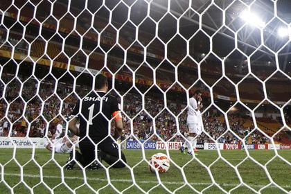 Вратарь забил мяч ударом от своих ворот