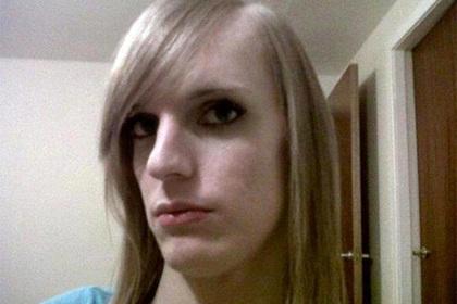 Трансгендер-убийца решил сменить пол за счет государства и возмутил тюремщиков