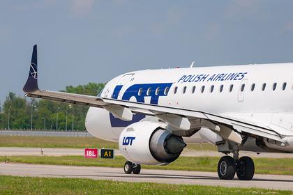 Пассажиров сломавшегося самолета заставили заплатить за ремонт