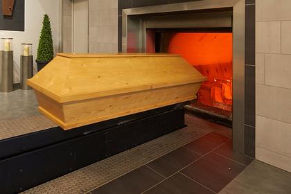 Девушка случайно провела «худшее в жизни» первое свидание на похоронах