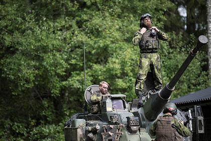 Иностранцы проникли на военную базу в Швеции и попались
