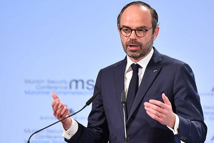 Власти Франции передумали повышать цены на топливо из-за протестов