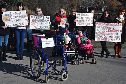 Родители детей-инвалидов рассказали о жизни на пять тысяч рублей в месяц