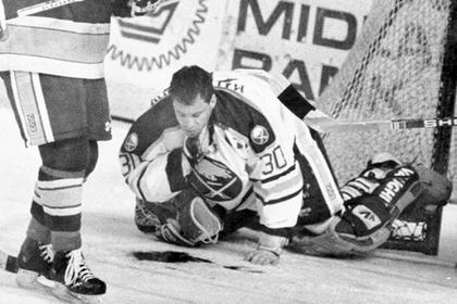 Перерезанное горло и выстрел в голову. Этого хоккеиста невозможно убить
