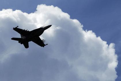 На месте столкновения военных самолетов США нашли выжившего