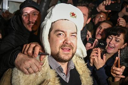 Давидыч вышел на свободу. Толпа встретила его как героя