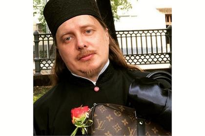 Священнослужитель тайно хвастался одеждой люксовых брендов в соцсетях