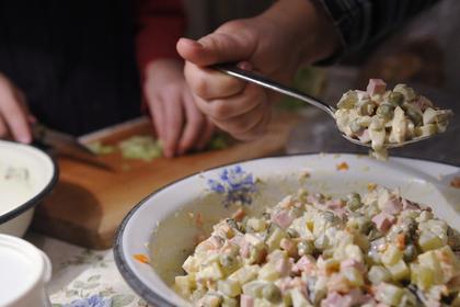 Кокорину и Мамаеву разрешат настрогать оливье к Новому году